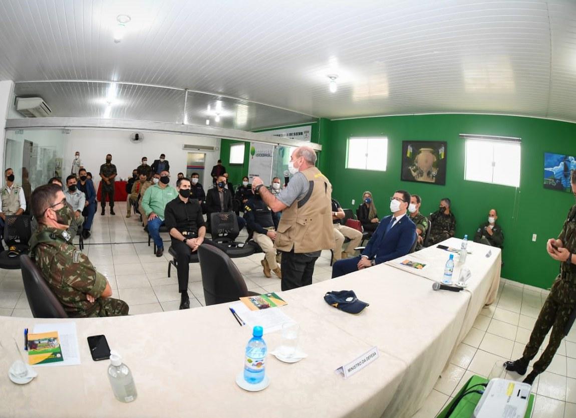 Ministro da Defesa acompanha ações da Verde Brasil 2, em Rondônia