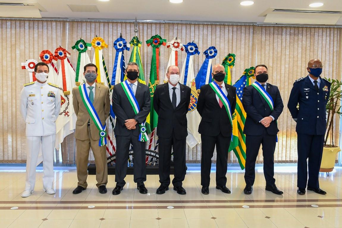 Ministros são condecorados com medalha da Ordem do Mérito da Defesa