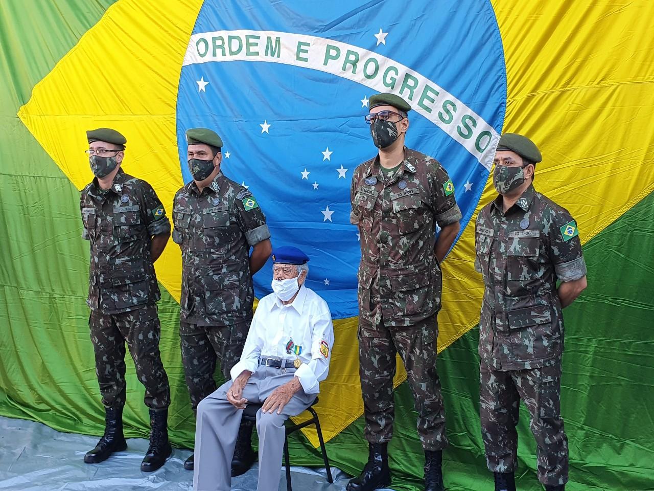 Tiro de Guerra de Uberaba presta homenagem ao Ex-combatente da Força Expedicionária Brasileira em seu centenário de vida