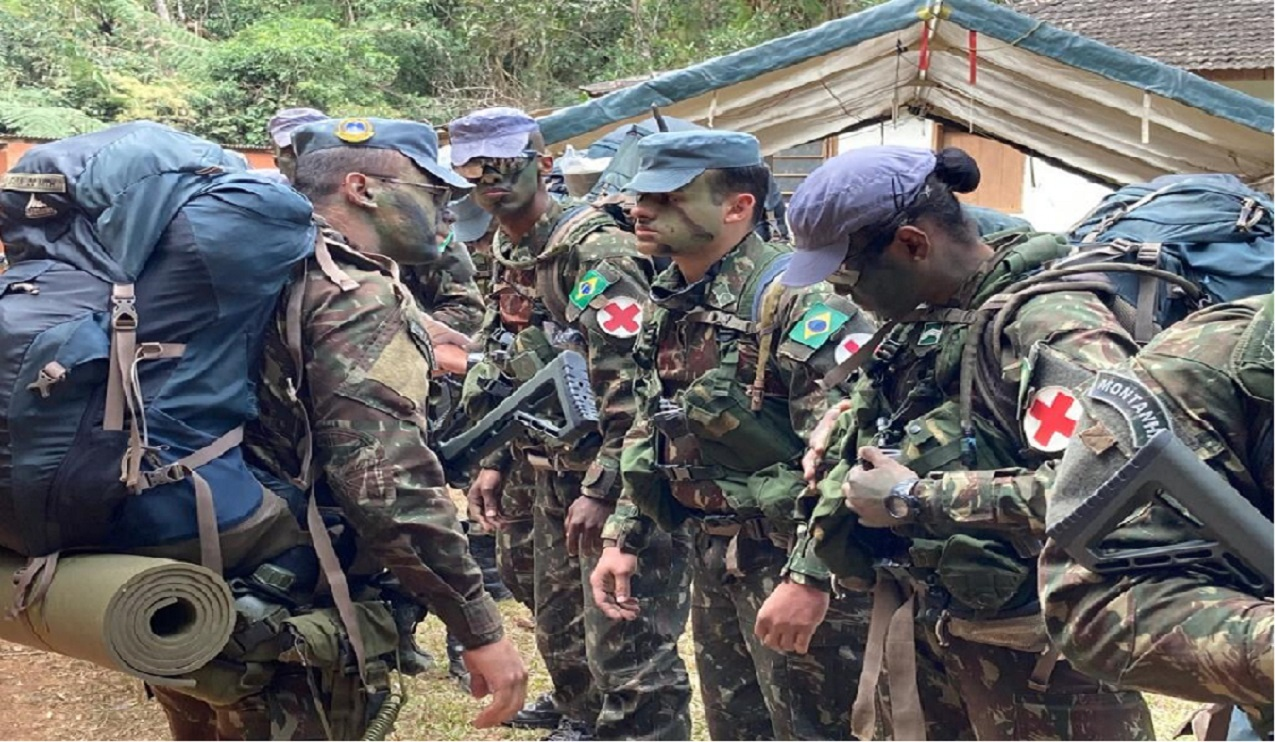 Pelotões de Reconhecimento da 4ª Brigada de Infantaria Leve de Montanha executam infiltração tática