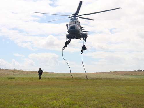 """Batalhão """"Tonelero"""" participa de adestramento de técnicas de infiltração com helicópteros"""
