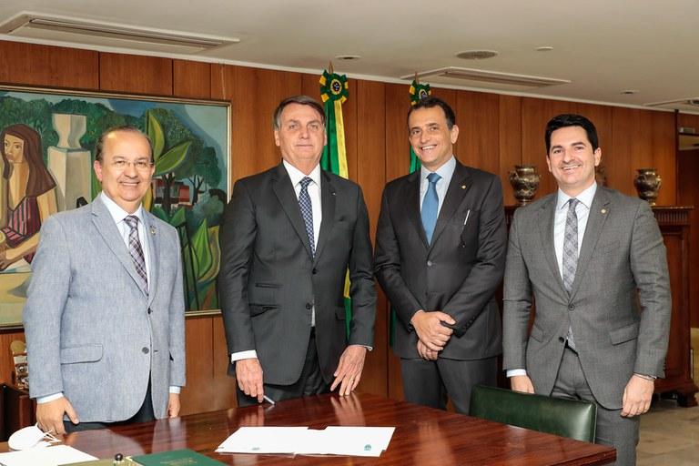Bolsonaro sanciona projeto de lei de apoio aos micro e pequenos empresários