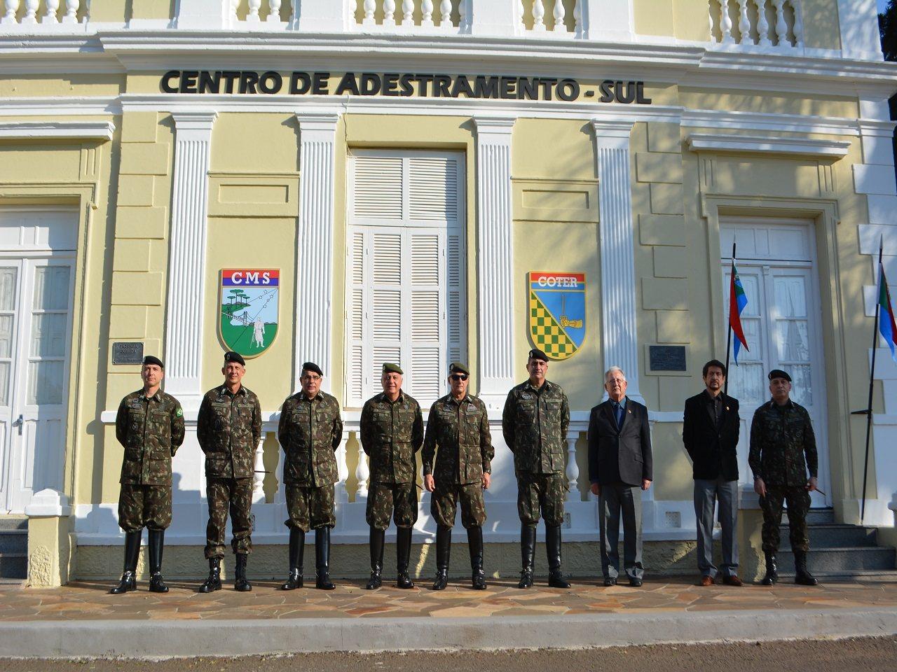Comandante do Exército Brasileiro verifica as capacidades do Centro de Adestramento – Sul