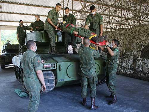 Batalhão de Blindados de Fuzileiros Navais realiza adestramento em conjunto com o Centro de Medicina Operativa da Marinha