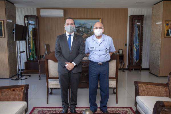 Comandante da Aeronáutica recebe visita do Deputado Federal Vinicius Carvalho