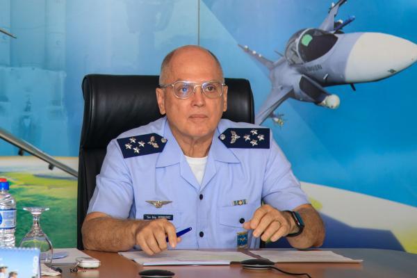 Comandante da Aeronáutica realiza palestra para a Escola Superior de Guerra