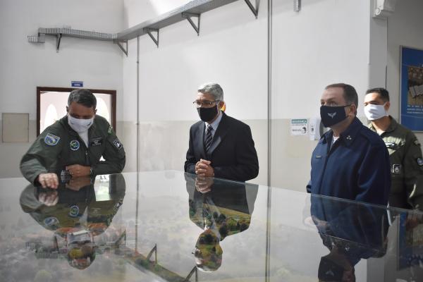 EEAR recebe visita do Diretor de Ensino e comitiva de militares do Exército Brasileiro