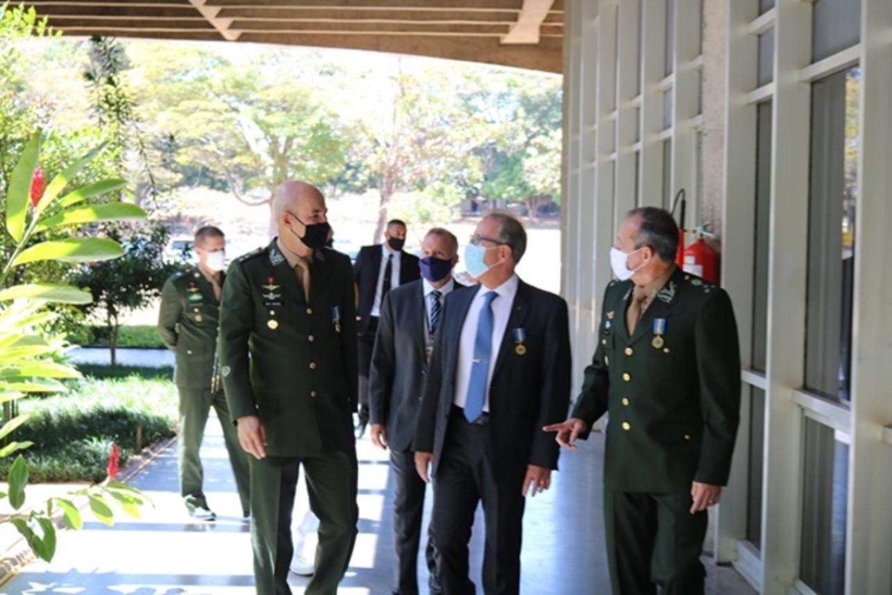 Estado-Maior do Exército é homenageado pela Escola Superior de Guerra  com a Medalha Marechal Cordeiro de Farias