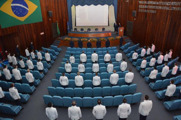 Escola da FAB realiza diplomação de 132 Oficiais