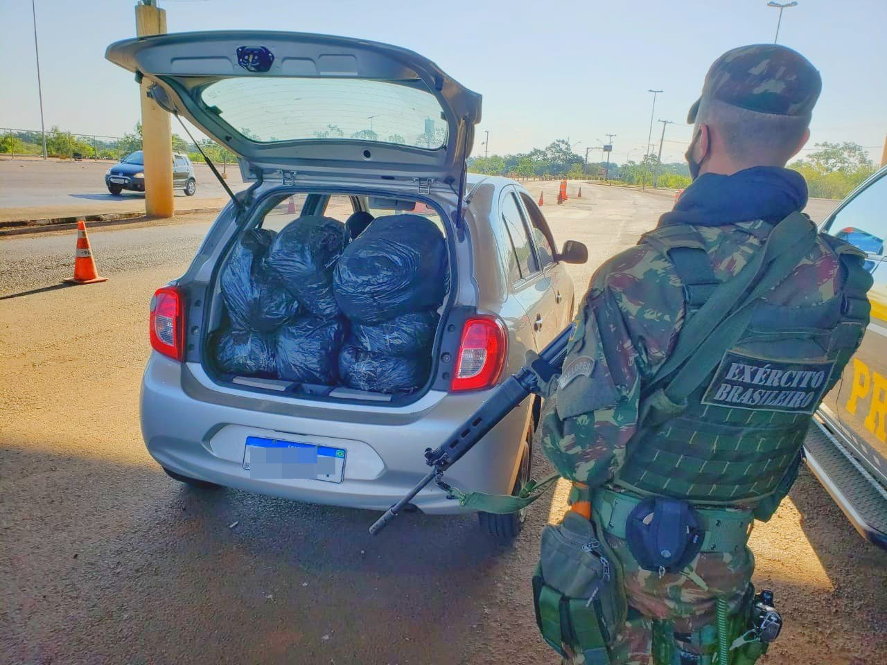 28º GAC apreende carregamento de drogas, durante Operação Ágata/Fronteira Sul, em Guaíra (PR)