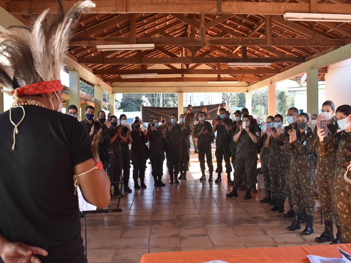 Indígenas recebem com gratidão profissionais de saúde das Forças Armadas