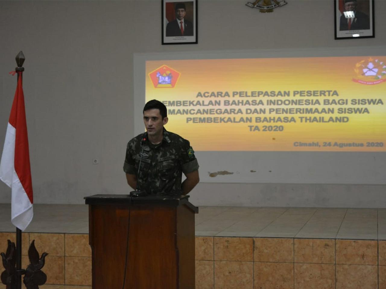 Militar brasileiro conclui curso no Exército Indonésio