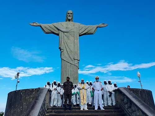 Marinha do Brasil participa de desinfeção do Cristo Redentor, no Rio de Janeiro