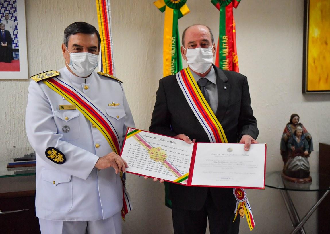 Ministro da Defesa recebe Ordem do Mérito Judiciário Militar