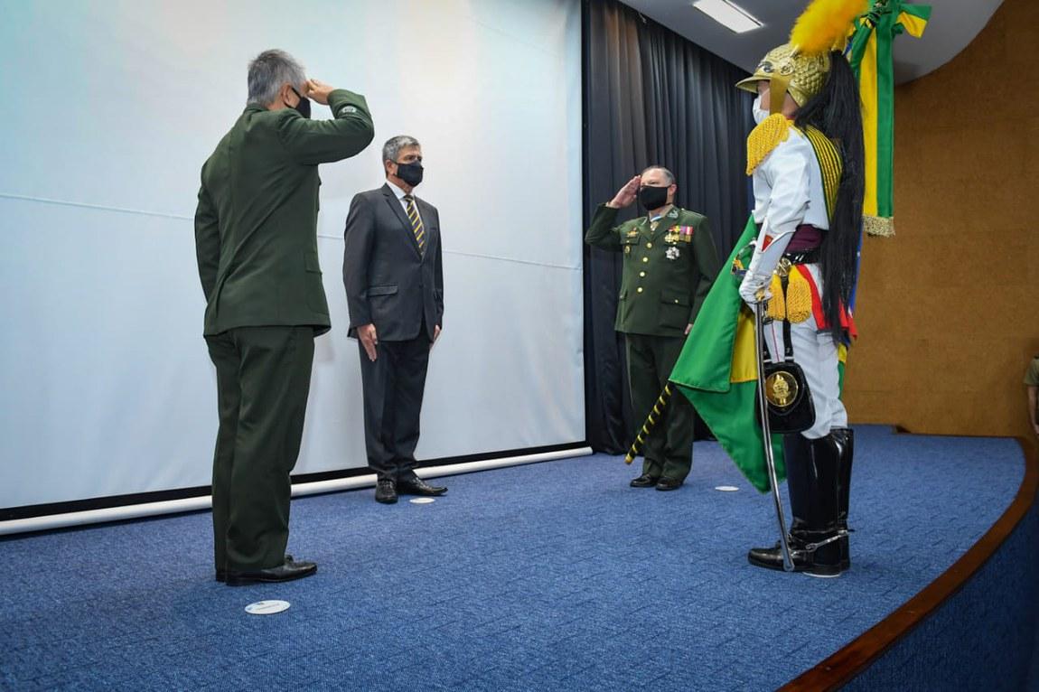 Ministro participa de cerimônia de passagem de Comando no HFA