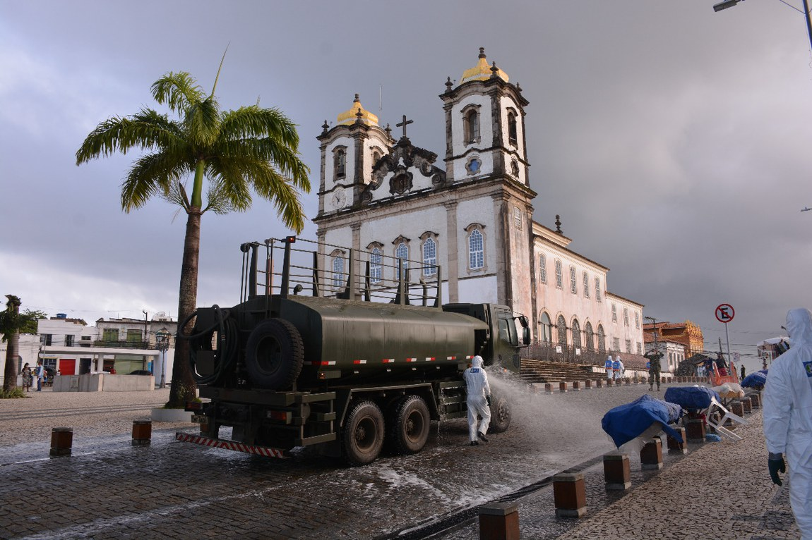 Pontos turísticos em Salvador são descontaminados por militares das Forças Armadas