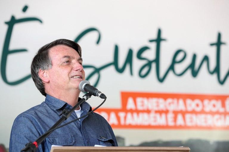 Presidente Jair Bolsonaro inaugura usina de energia fotovoltaica em Goiás