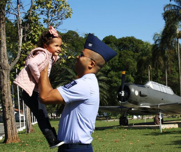 Sargento da FAB doa parte de órgão para a filha