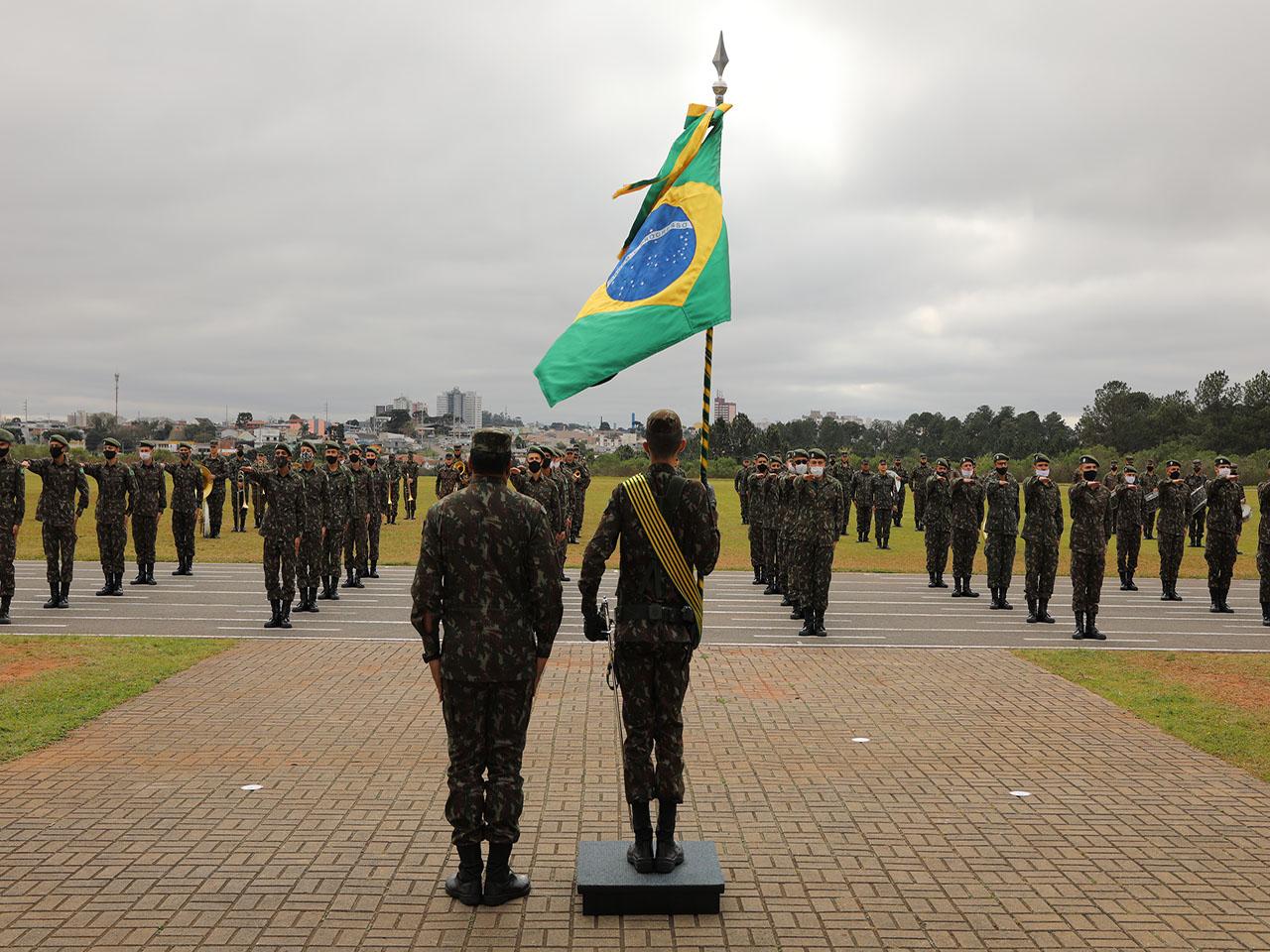Entrega da Boina Verde-Oliva e compromisso à Bandeira