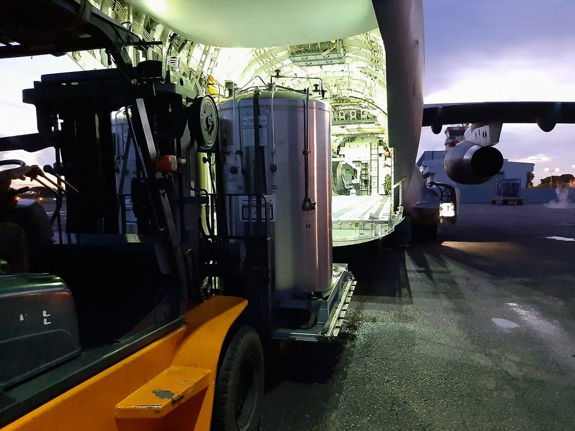 Forças Armadas levam mais dez contêineres de oxigênio para Porto Velho