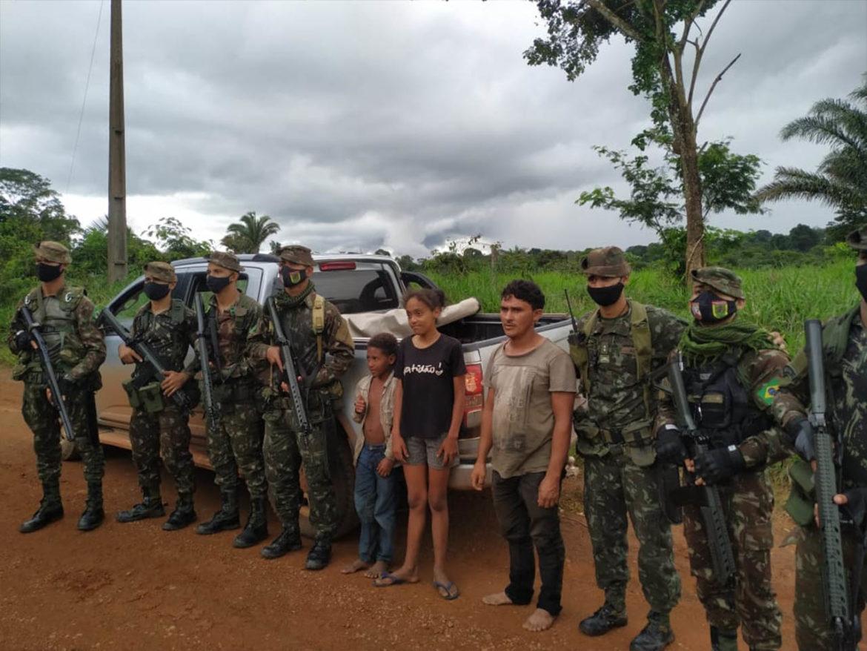 Família desaparecida na selva é resgatada por tropa do Exército no Pará