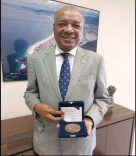 Presidente da SOAMAR RIO recebe medalha da CAARJ por relevantes serviços prestados a advocacia
