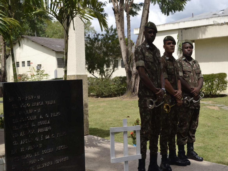 Ato homenageia militares falecidos devido a explosão em 1971
