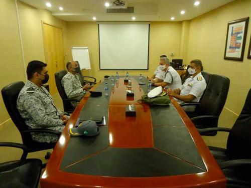 Comandante brasileiro designado visita a sede da Combined Task Force 151