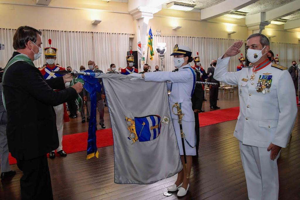 Comando da Força de Superfície é agraciado com a Insígnia de Bandeira da Ordem do Mérito Militar