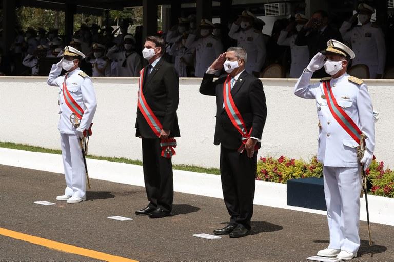 Comando da Marinha é transmitido ao Almirante de Esquadra Almir Garnier Santos