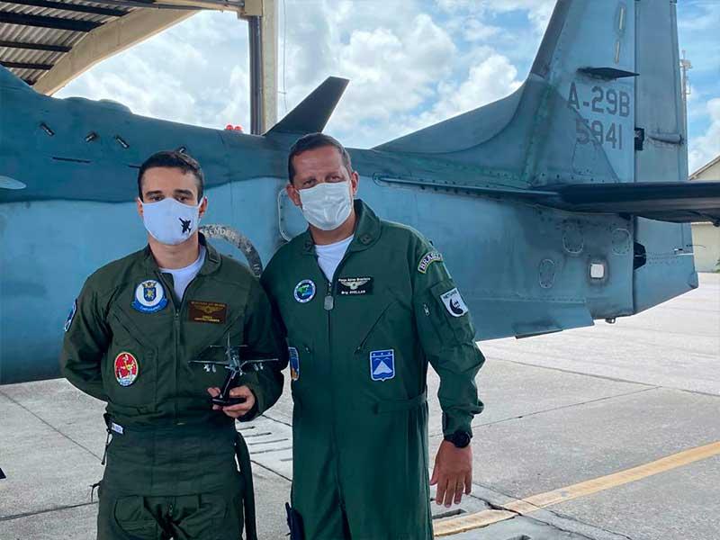 Cooperação entre Marinha e Força Aérea proporciona capacitação de Aviadores Navais em aviação de caça