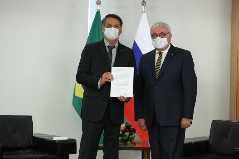 Embaixadores recém-nomeados entregam cartas credenciais
