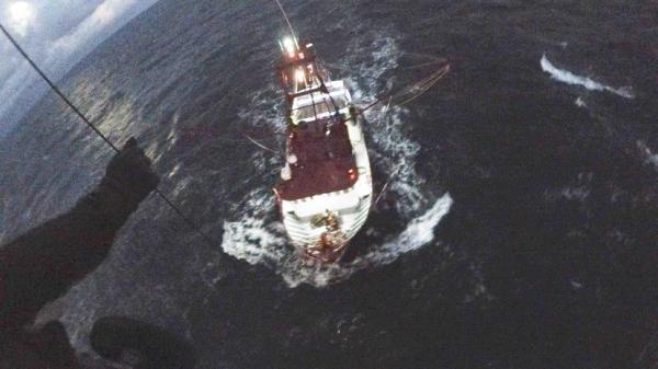 Esquadrão da FAB resgata marinheiro em alto mar
