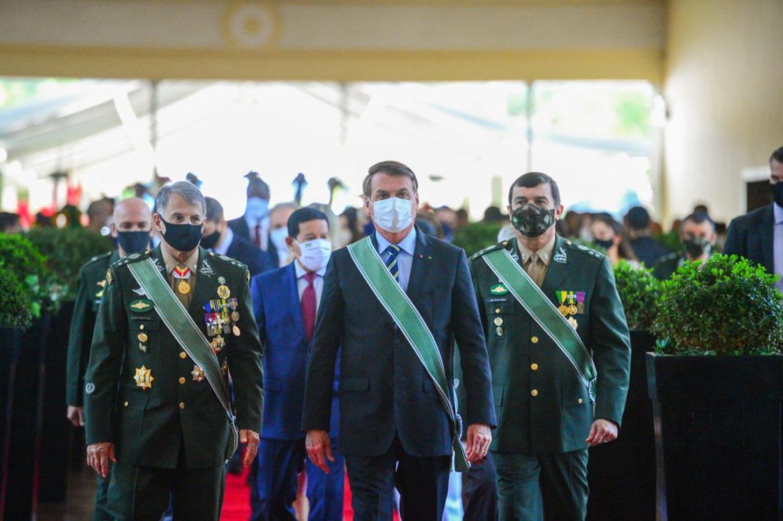 General Leal Pujol passa o comando do Exército para o General Paulo Sérgio em Brasília