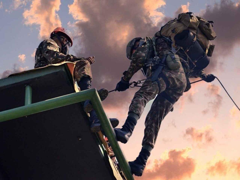 Batalhão de Infantaria Leve realiza treinamento em técnicas aeromóveis