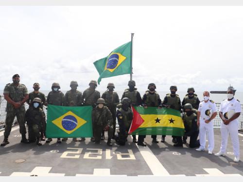 Marinha do Brasil promove ações humanitárias em São Tomé e Príncipe