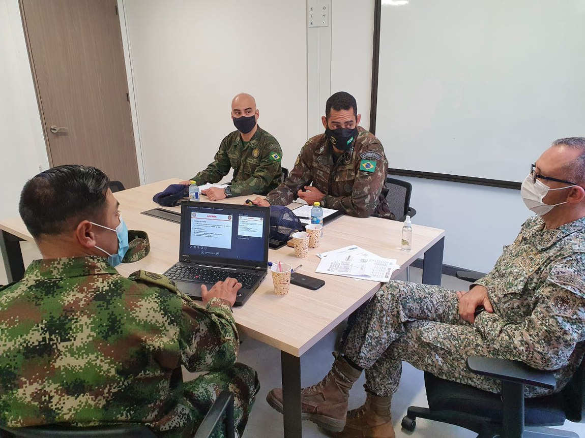 Militares explanam sobre atuação em desminagem humanitária