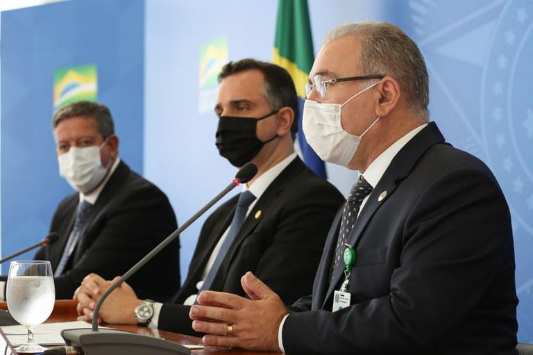 Presidente coordena primeira reunião do comitê de enfrentamento à Covid-19
