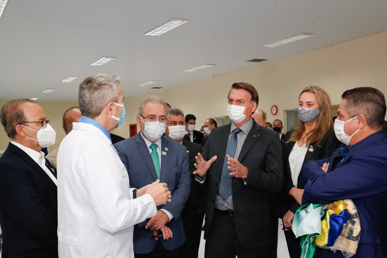 Presidente visita centro avançado de atendimento a pacientes em Chapecó (SC)