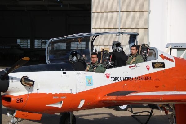 Segundo protótipo do T-27 Tucano modernizado faz primeiro voo no PAMA-LS