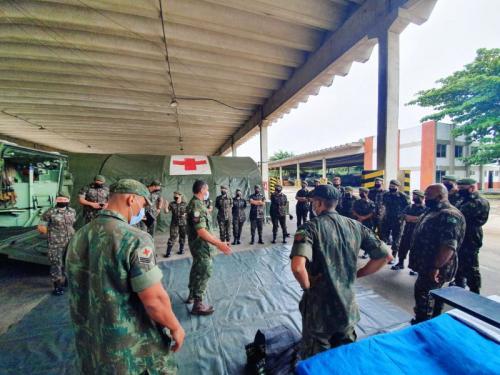 Unidade Médica Expedicionária da Marinha recebe visita da Escola de Aperfeiçoamento de Oficiais do Exército