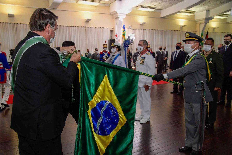Cerimônia comemora Dia do Exército com homenagens a organizações militares e a autoridades