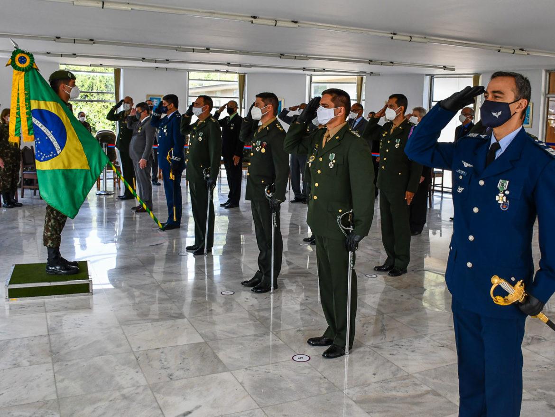 4ª Região Militar realiza entrega de condecorações no Dia do Exército