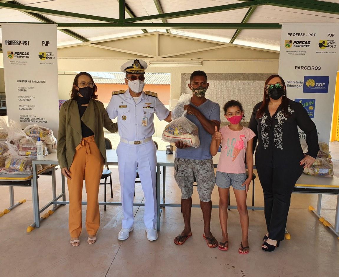 Campus Brasília da ESG entrega kits de alimentos a alunos do PROFESP