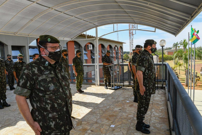 Comandante do Exército visita Comando de Defesa Cibernética