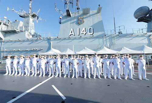 """Comandante da Marinha entrega Distintivos de Comando e Direção a bordo do NAM """"Atlântico"""""""