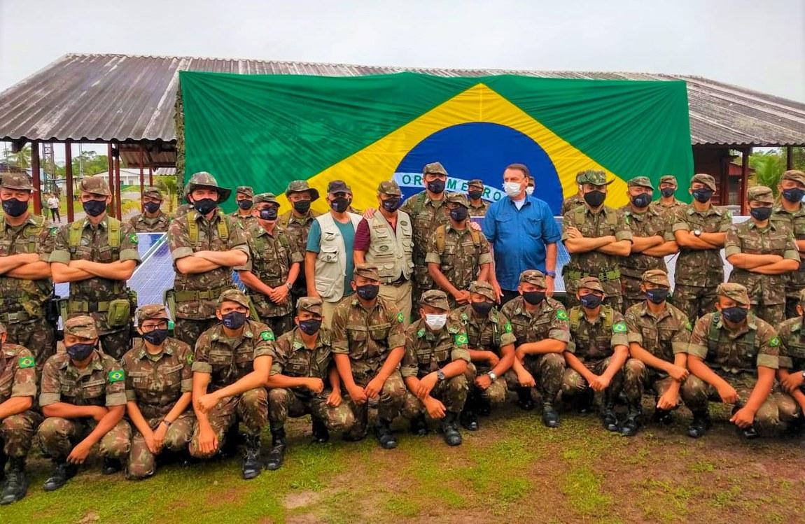 Comitiva de autoridades da Defesa acompanha Presidente da República em inauguração de sistema de energia solar