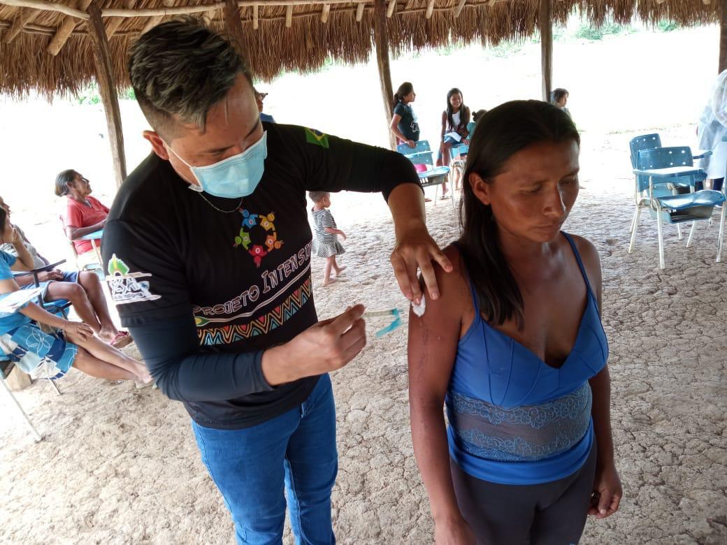Defesa auxilia vacinação de indígenas em comunidades longínquas