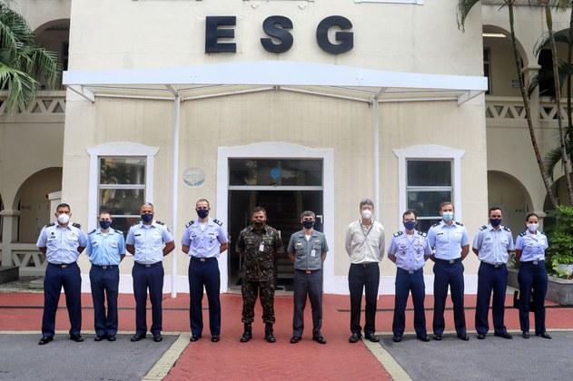 ESG recebe militares de Nações Amigas, alunos da ECEMAR, em visita institucional