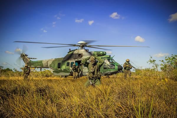 Esquadrão Falcão comemora dez anos de implantação do H-36 Caracal na FAB